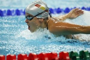 Una de las nadadoras en competición