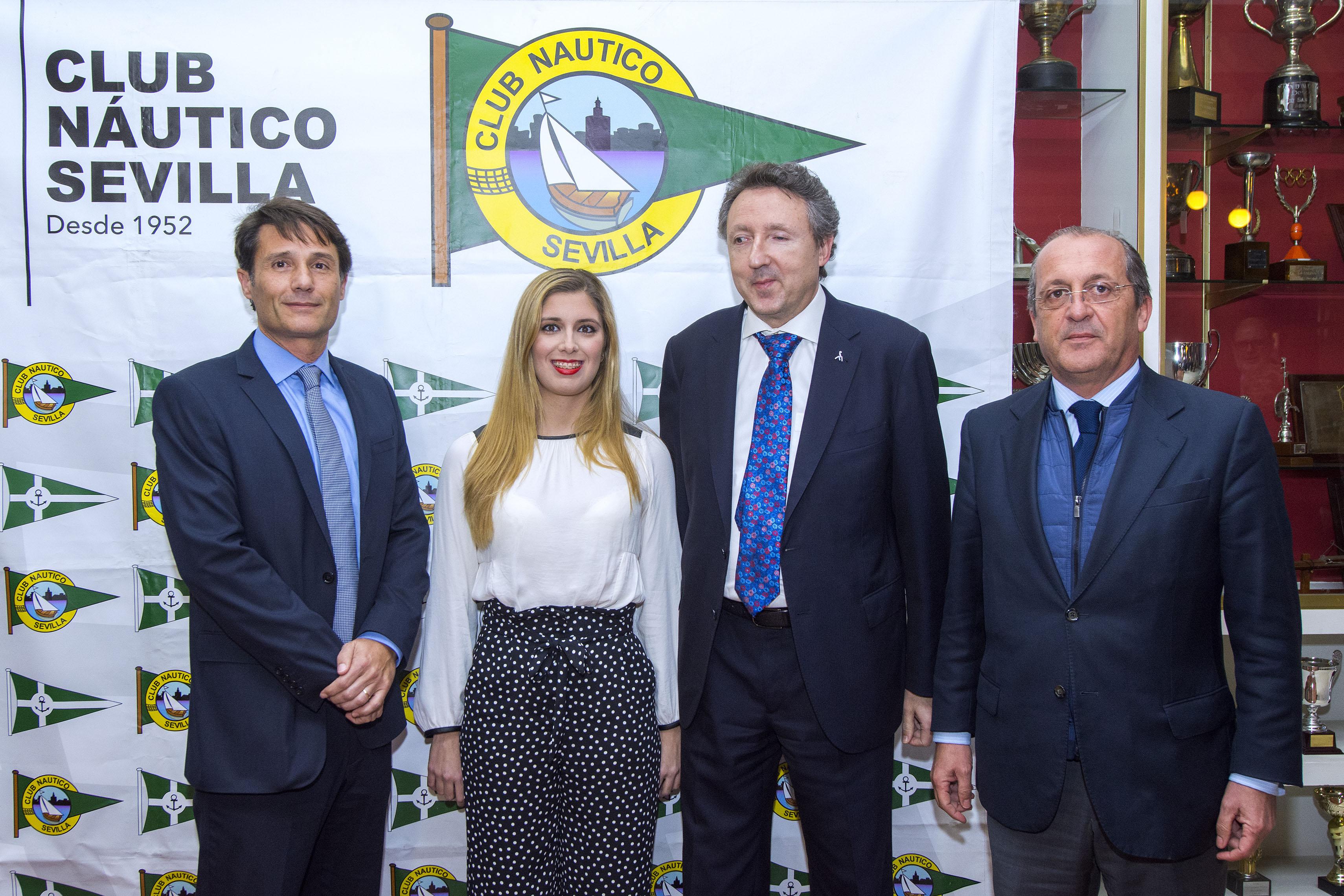 Homenaje a Marta Gómez por el Club Náutico de Sevilla. / Foto: Juan José Ubeda