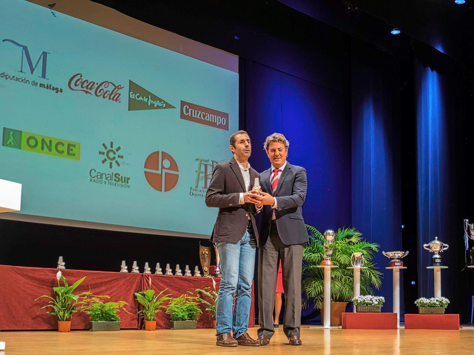Marcelo Rosado en el momento de la entrega del premio de la FPDA