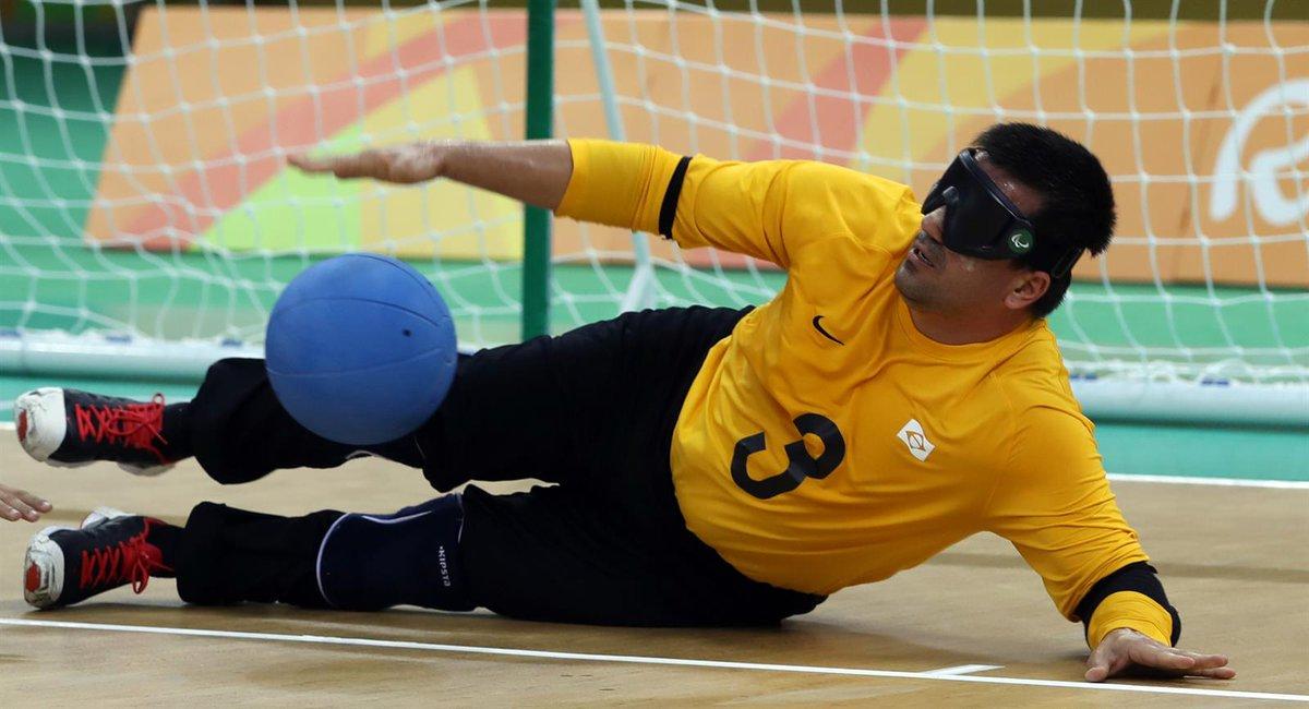 Uno de los jugadores del Goalball Sevilla mientras disputa un partido.