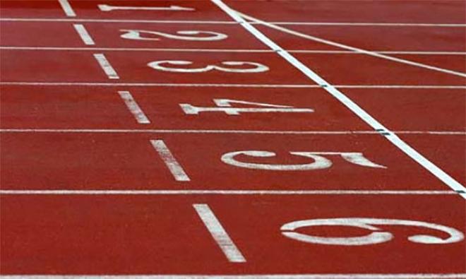 Imagen de una pista de atletismo en su punto de salida