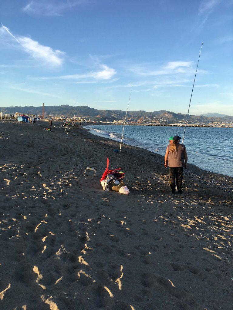 Imagen de la playa de la Misericordia durante la jornada de liga pesquera