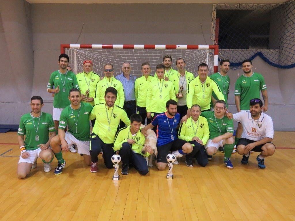 Foto de familia de los campeones, los equipos de Málaga en B1 y B2
