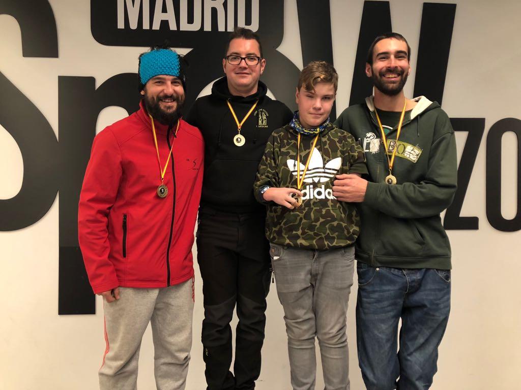 Los esquiadores granadinos con sus medallas