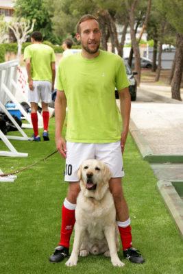 Antonio Martín junto a su perro guía Waldo