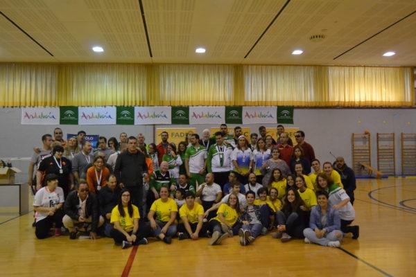 Imagen de todos los participantes del Campeonato tras la entrega de trofeos