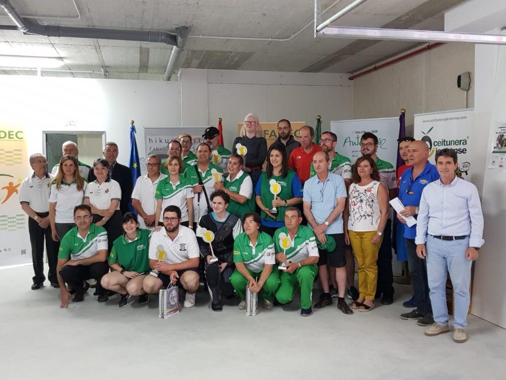 Foto de familia de todos los participantes, ganadores y autoridades tras el Campeonato