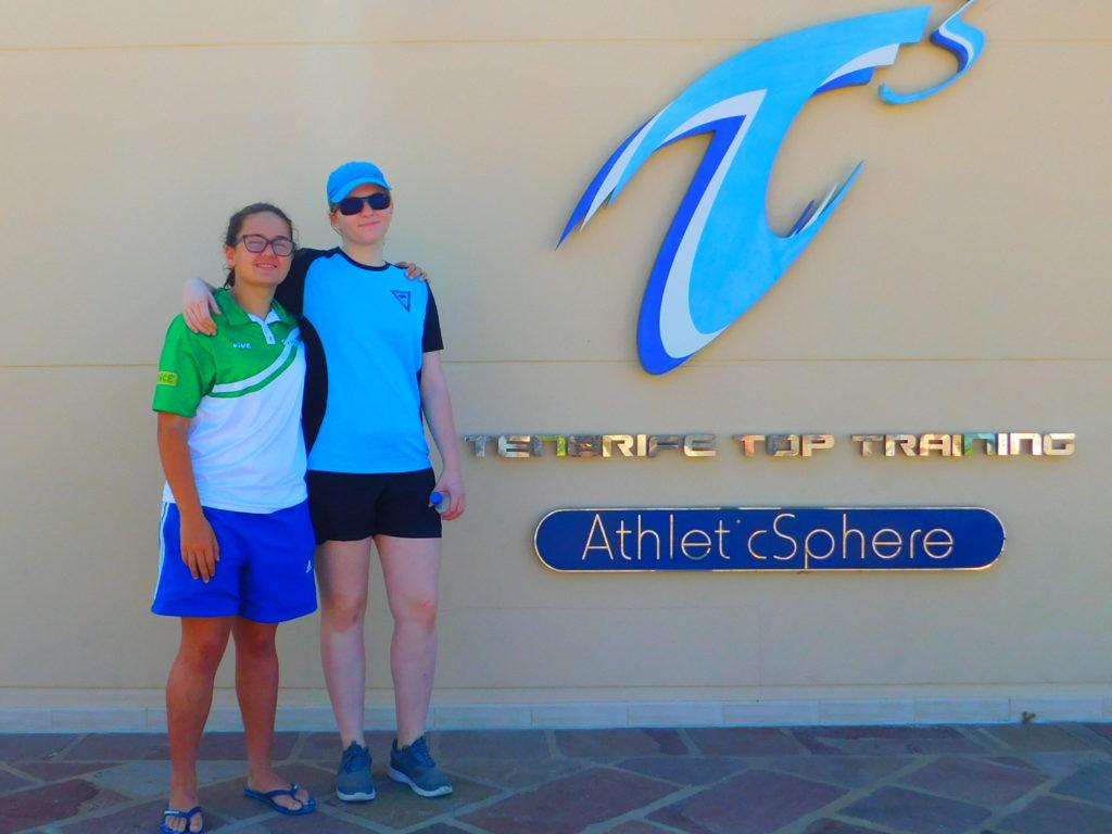 Las dos andaluzas en las instalaciones deportivas de Tenerife